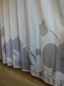 ミッキー柄のレースカーテン