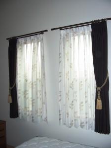 アルバーノを使った寝室のカーテン