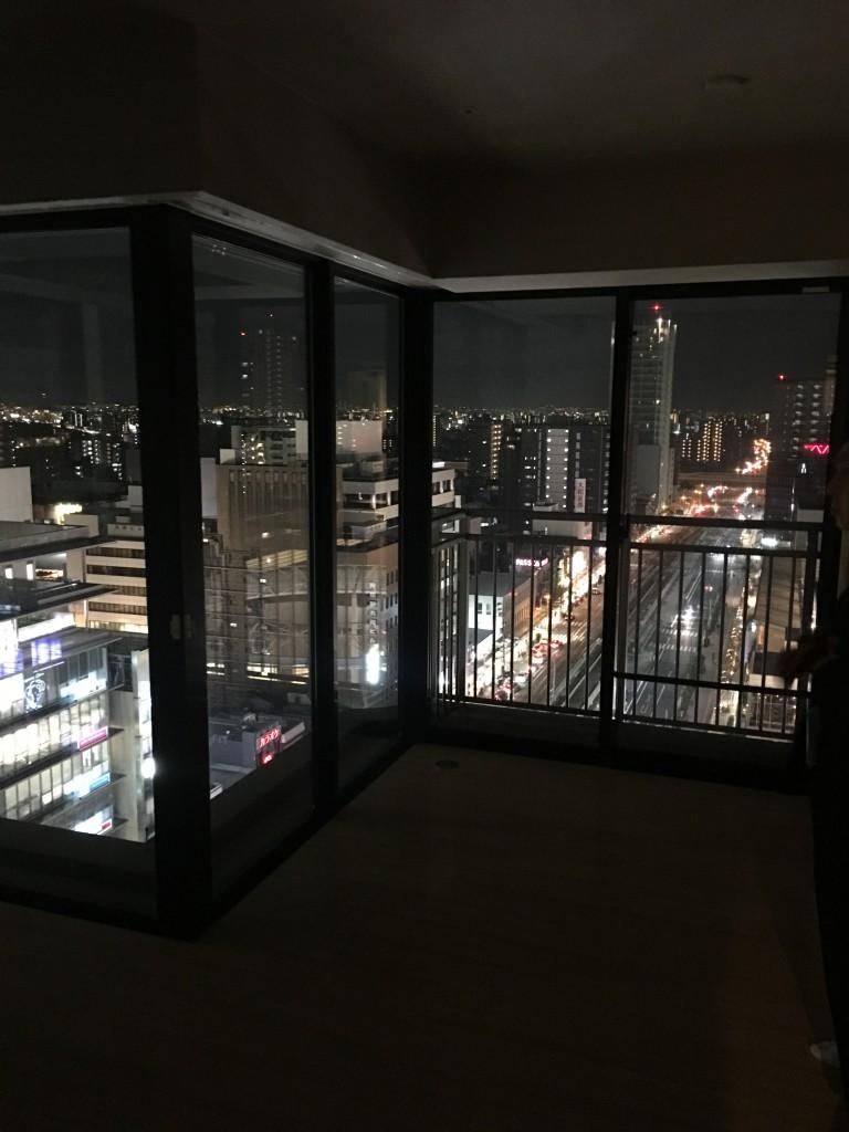 夜景のキレイな大きな窓