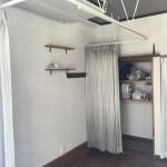 美容室の間仕切りに空調とプライバシーを考慮した吊りカーテン 門真市