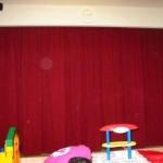 ステージ用のオーダーカーテンを取り付け 大阪市城東区の幼稚園