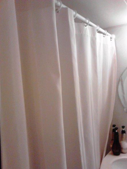 ピンクのシャワーカーテン