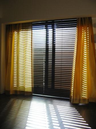 ブラインドとドレープカーテン
