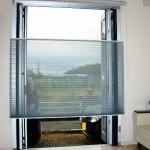 窓に目隠し用スクリーンを設置 | アップダウンスタイルで風通し抜群