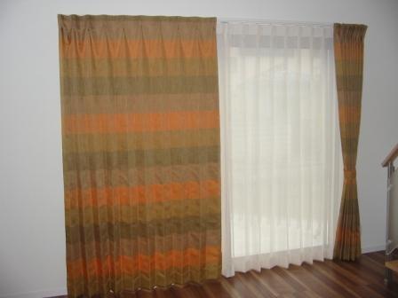 リビングのドレープカーテン