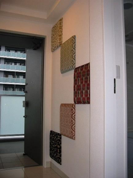 玄関の壁パネル2