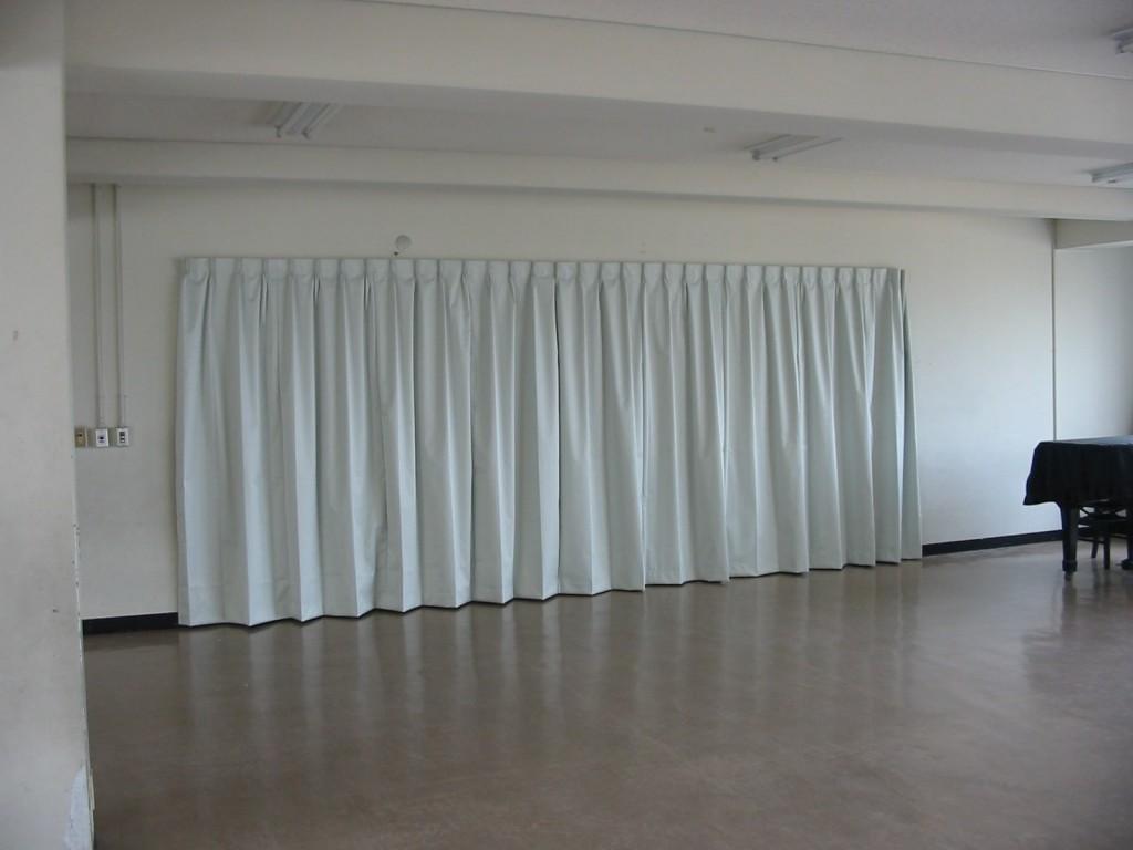 多目的室のカーテン