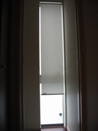 玄関のロールスクリーン