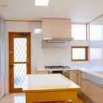 キッチンの小窓に取り付けるカーテンの選び方 | 安全性 >デザイン性