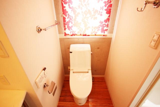 toiletにカーテンは付けられる