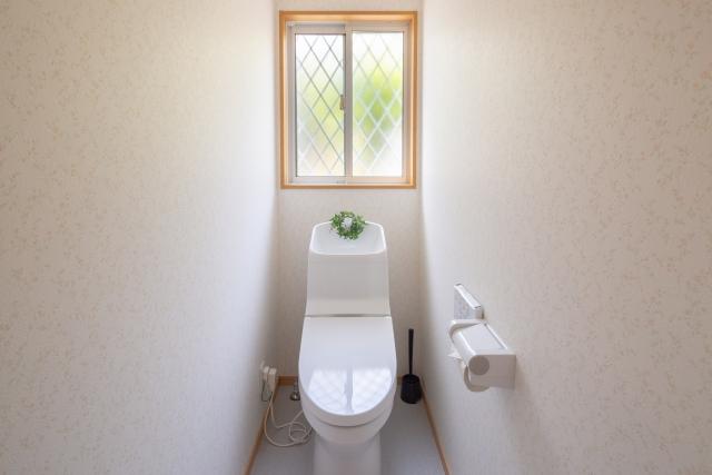 トイレにカーテンは付けられる?