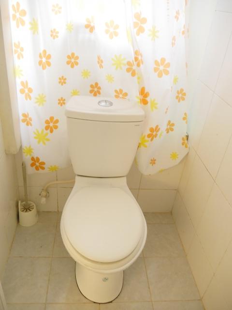 長すぎるカーテン トイレ